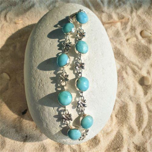 Feines Larimar-Armband mit blumigen Silberelementen